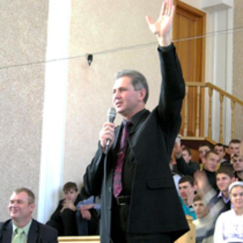 """Три семінари на 2500 чоловік або Що спільного у церкви """"Святої Трійці"""" та ноєвого ковчегу?"""