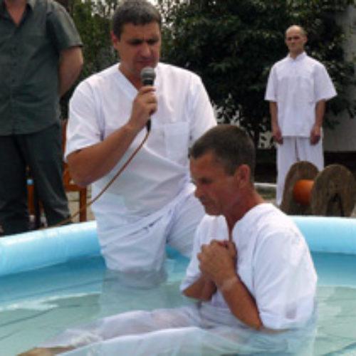 Хрещення по той бік колючого дроту