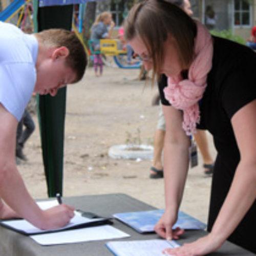 Тисячі учасників молодіжного з'їзду ЦХВЄУ підписали звернення до Президента України про захист сімейних цінностей
