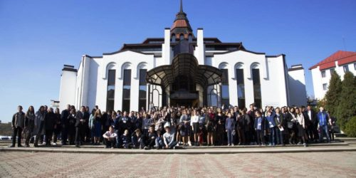 У Чернівцях відбулася міжобласна підліткова конференція
