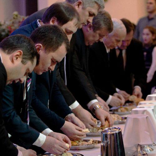 Близько сорока новонавернених людей прийняли водне хрещення 19 січня в Києві