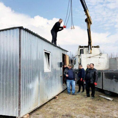 Три будівельні вагончики доставили погорільцям на Житомирщину служителі київської церкви та волонтери 30 квітня