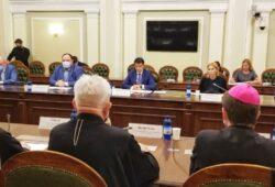 Рада Церков обговорила з головою ВР Разумковим питання, які хвилюють віруючих