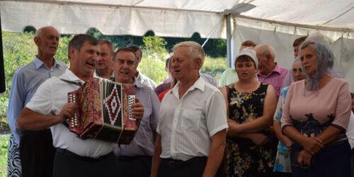 До 100-річчя євангельської проповіді в селі Квіткове на Тернопільщині місіонери та підприємці подарували селянам дорогу