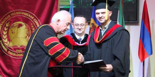 Євангельський Теологічний Університет вручив дипломи докторів та магістрів богослов'я випускникам2020