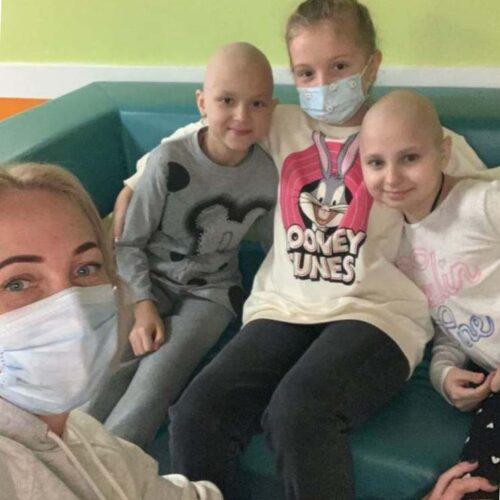 У Києві церква та будівельні компанії зібрали подарунки для онкохворих дітей