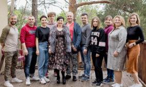 Спікери з Білорусі та України послужили для молоді в таборі «Щастя поруч!»